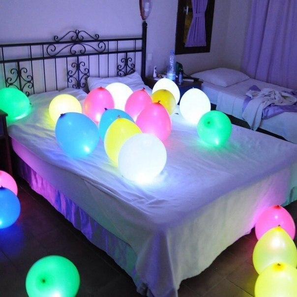 Как украсить комнату воздушным шарам